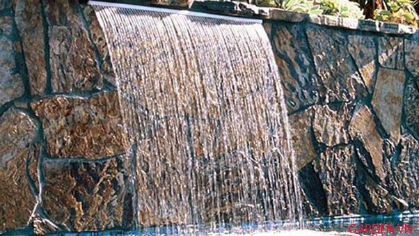 hồ bơi có thác nước tràn